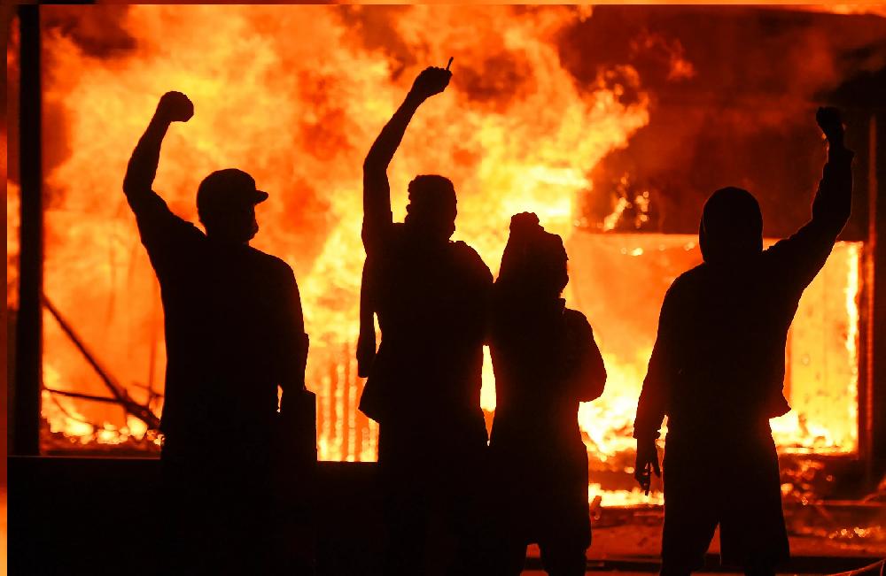 Rioters in Polatanini